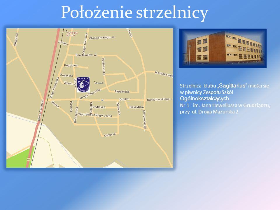 """Położenie strzelnicy Strzelnica klubu """"Sagittarius mieści się w piwnicy Zespołu Szkół Ogólnokształcących."""