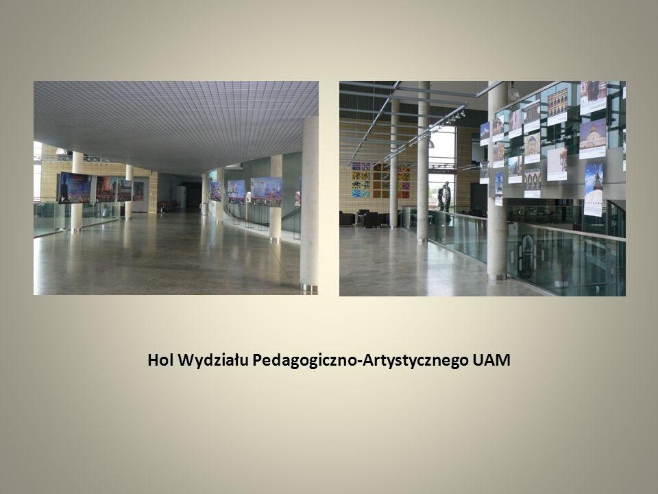 Hol Wydziału Pedagogiczno-Artystycznego UAM