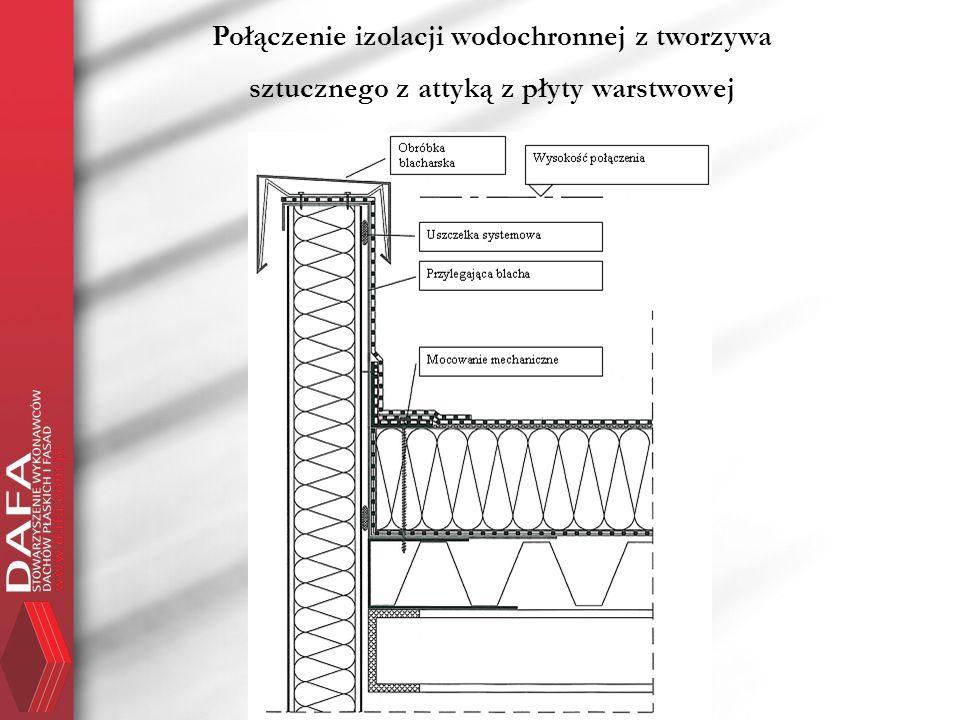 Połączenie izolacji wodochronnej z tworzywa sztucznego z attyką z płyty warstwowej