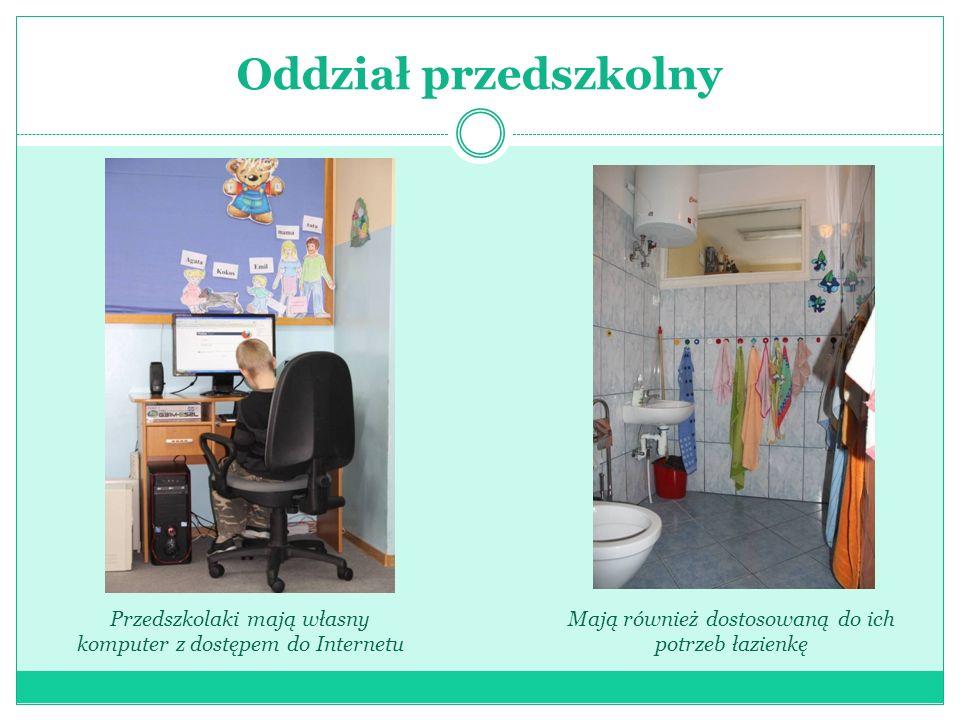 Oddział przedszkolnyPrzedszkolaki mają własny komputer z dostępem do Internetu.