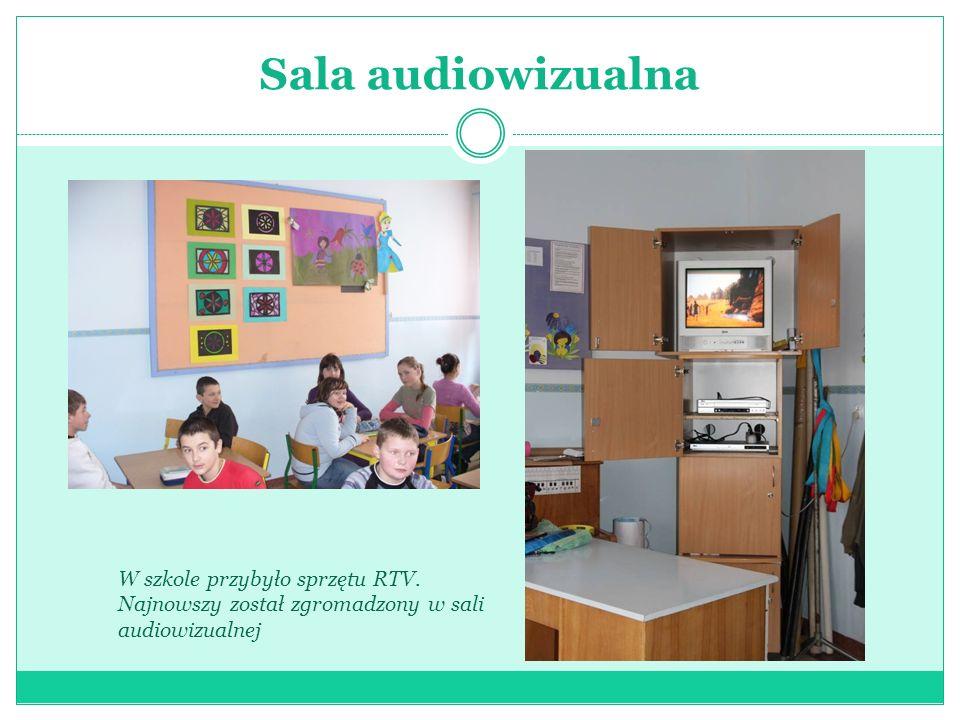 Sala audiowizualnaW szkole przybyło sprzętu RTV.