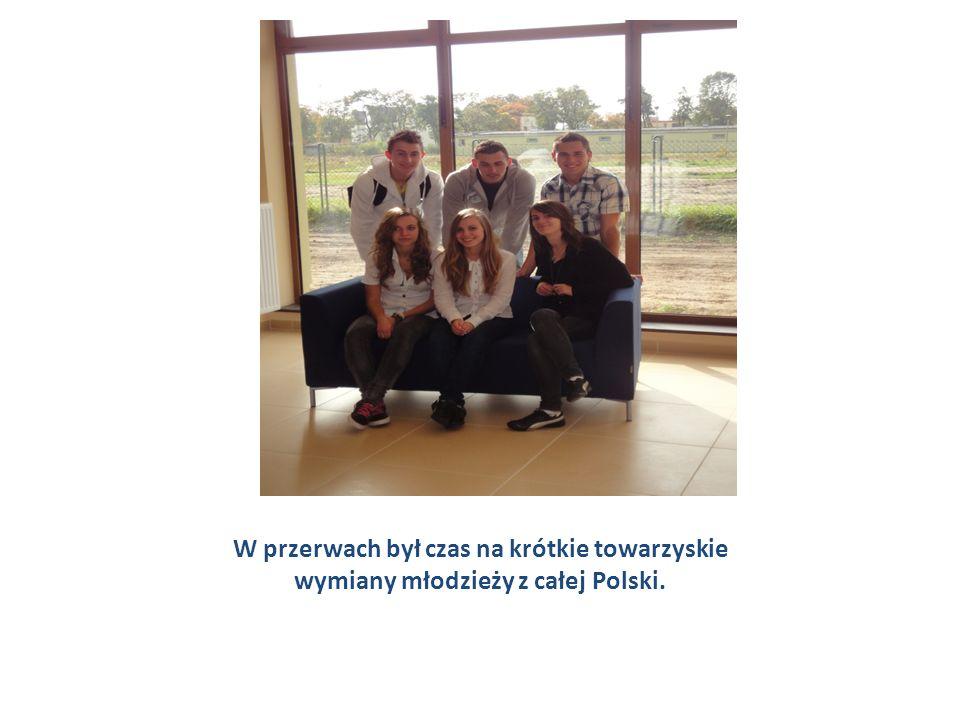 W przerwach był czas na krótkie towarzyskie wymiany młodzieży z całej Polski.