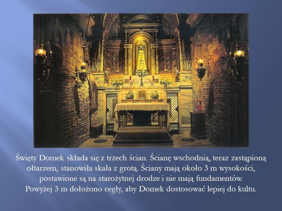 Powyżej 3 m dołożono cegły, aby Domek dostosować lepiej do kultu.