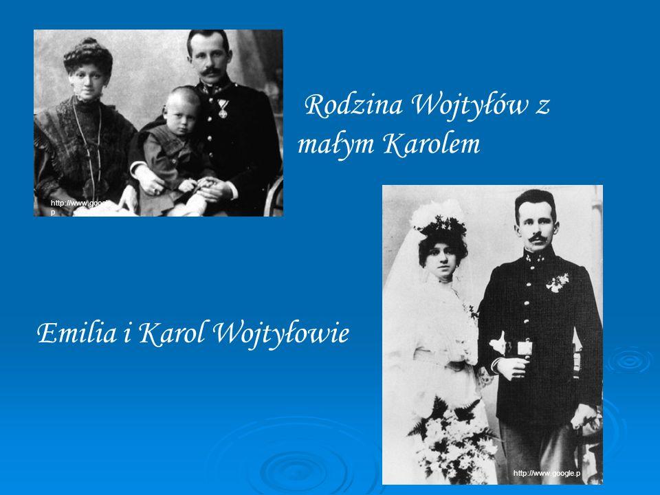 Rodzina Wojtyłów z małym Karolem