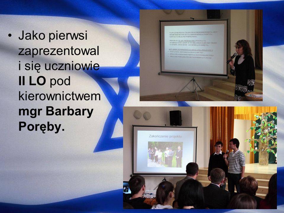 Jako pierwsi zaprezentowali się uczniowie II LO pod kierownictwem mgr Barbary Poręby.