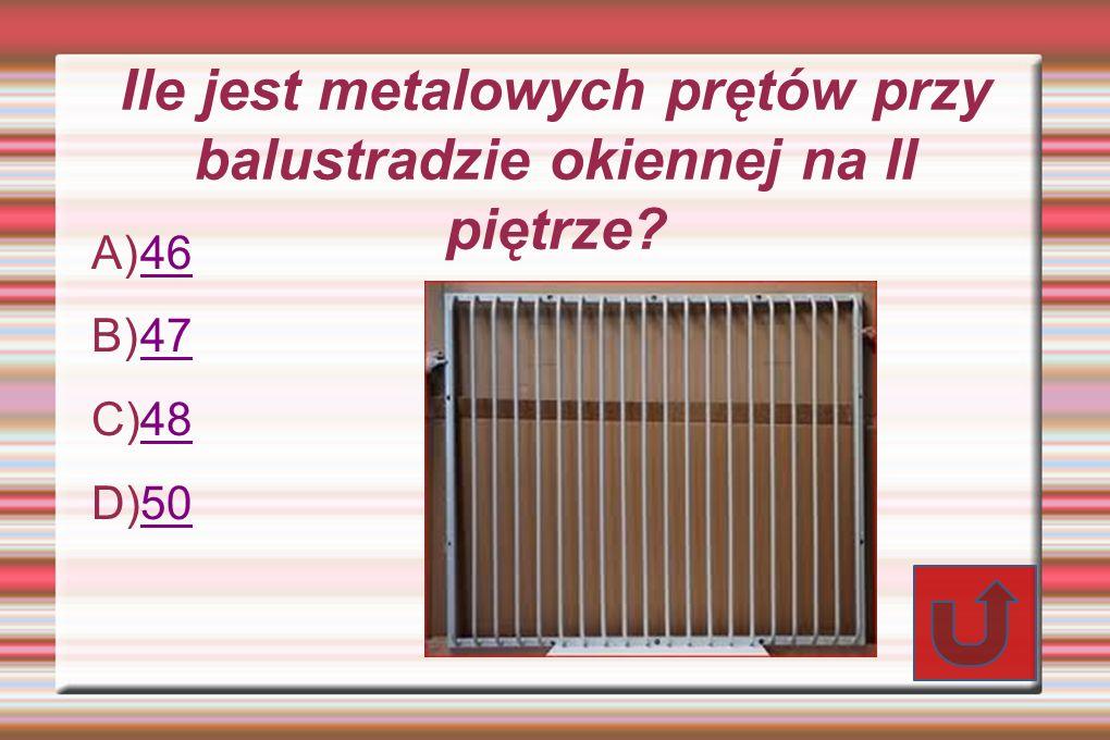 Ile jest metalowych prętów przy balustradzie okiennej na II piętrze