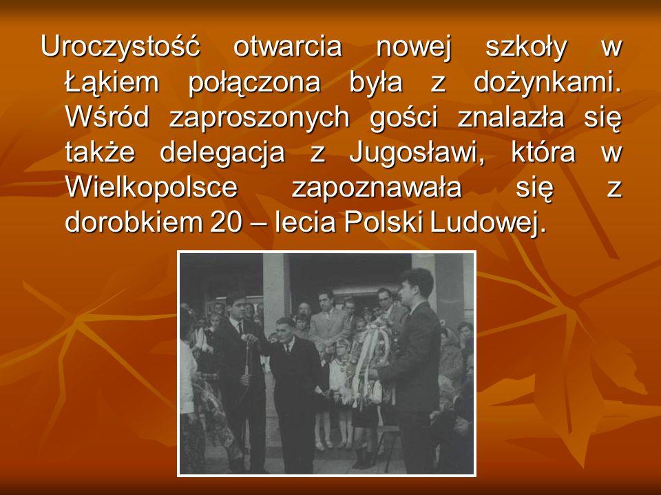 Uroczystość otwarcia nowej szkoły w Łąkiem połączona była z dożynkami