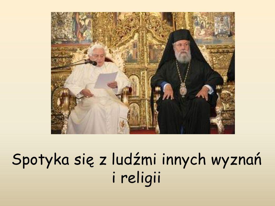 Spotyka się z ludźmi innych wyznań i religii