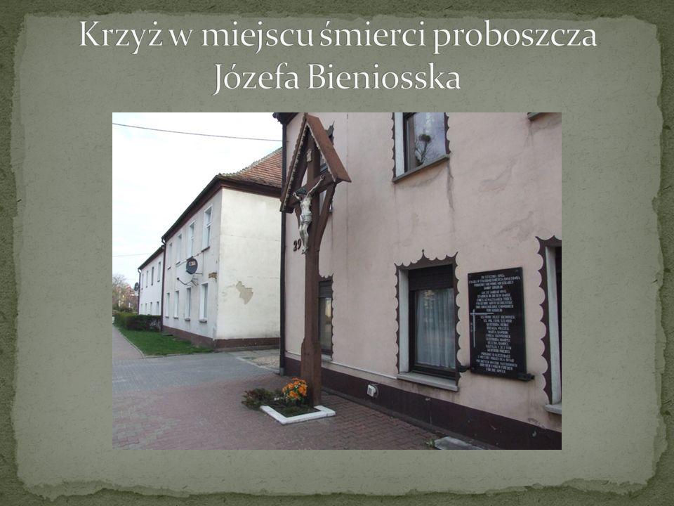 Krzyż w miejscu śmierci proboszcza Józefa Bieniosska