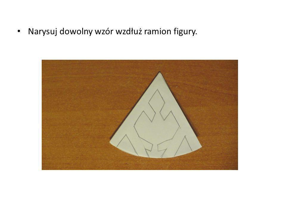 Narysuj dowolny wzór wzdłuż ramion figury.