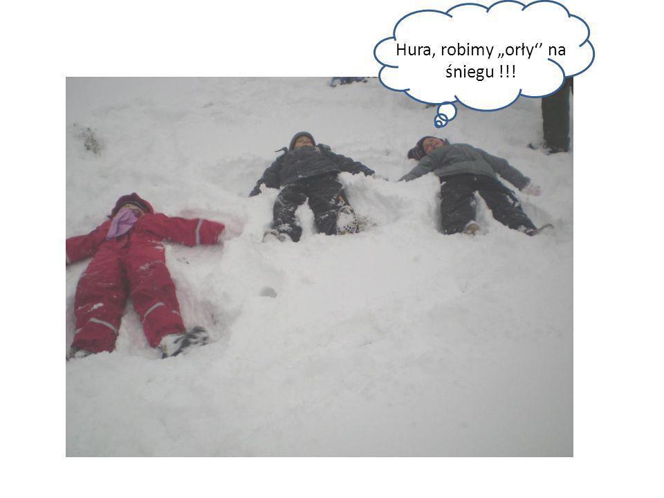 """Hura, robimy """"orły'' na śniegu !!!"""