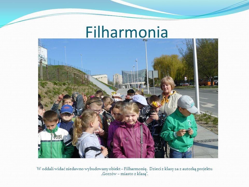 Filharmonia W oddali widać niedawno wybudowany obiekt – Filharmonię.