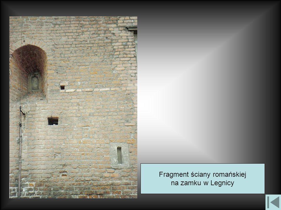 Fragment ściany romańskiej
