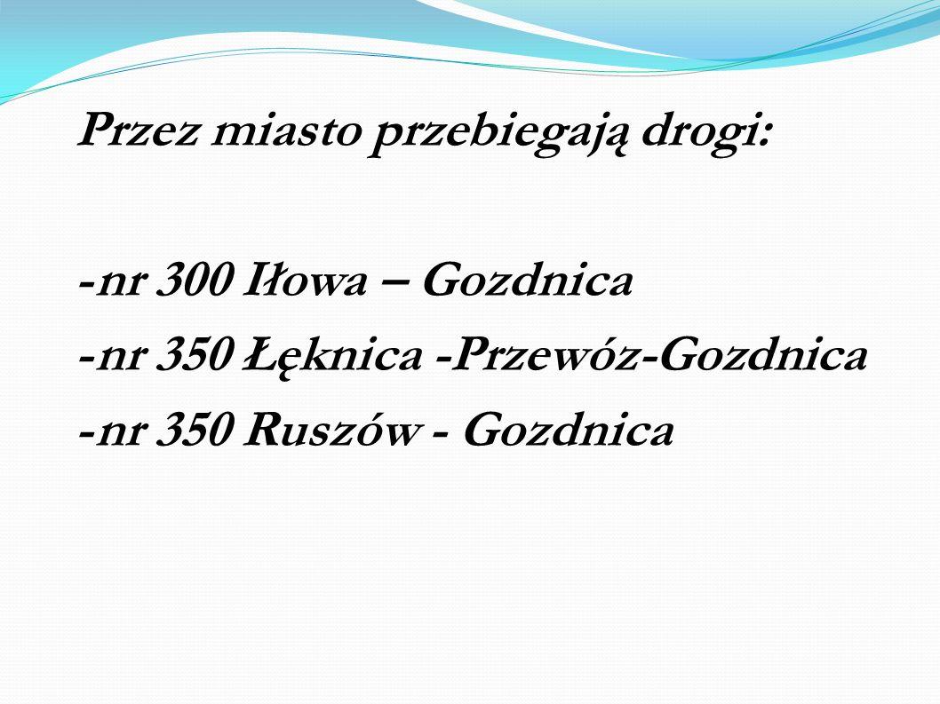 Przez miasto przebiegają drogi: - nr 300 Iłowa – Gozdnica - nr 350 Łęknica -Przewóz-Gozdnica - nr 350 Ruszów - Gozdnica