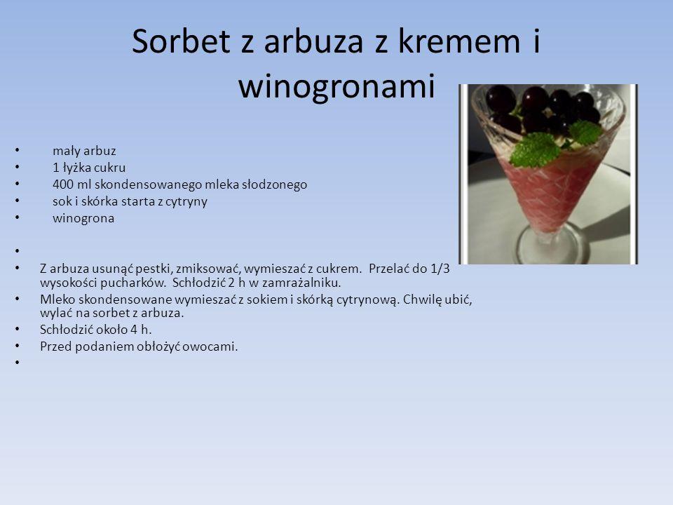 Sorbet z arbuza z kremem i winogronami