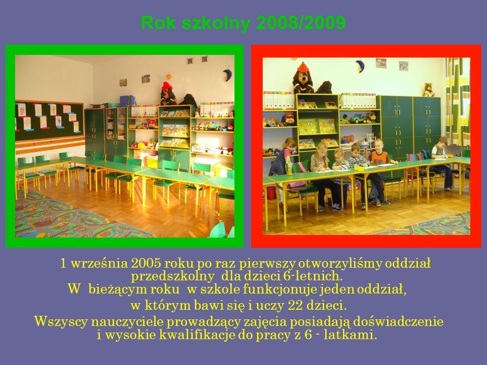 w którym bawi się i uczy 22 dzieci.