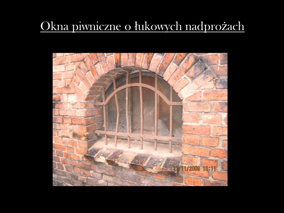 Okna piwniczne o łukowych nadprożach