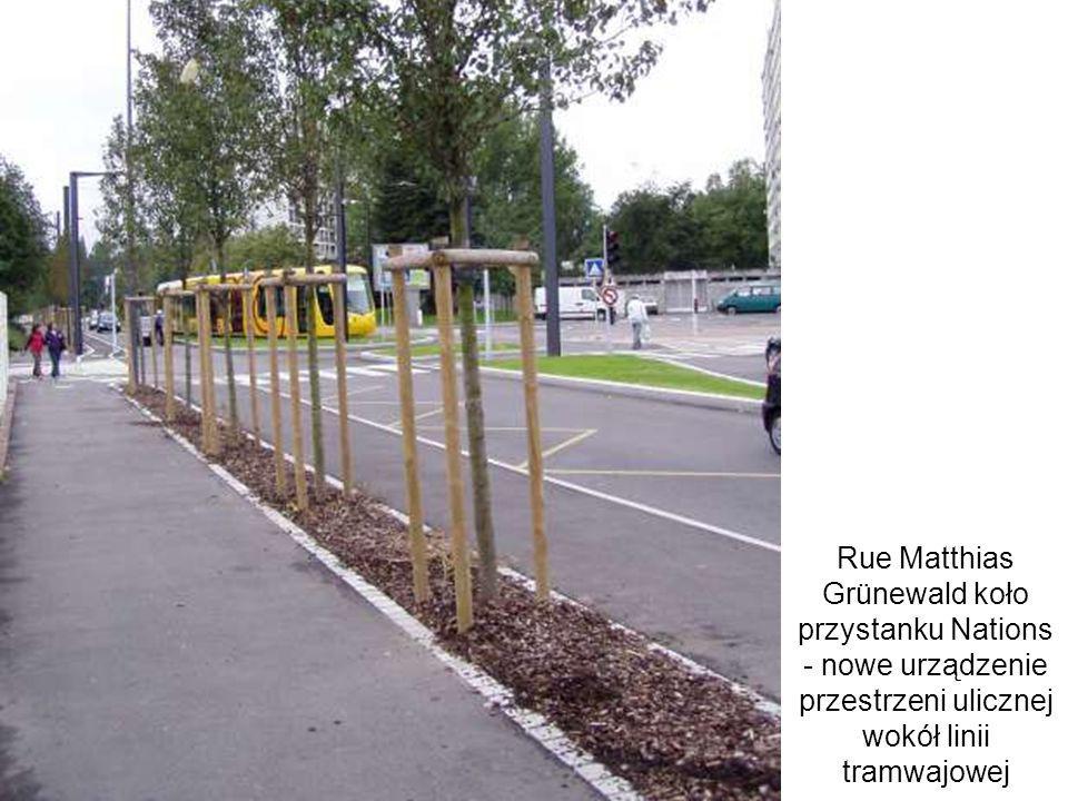 Rue Matthias Grünewald koło przystanku Nations - nowe urządzenie przestrzeni ulicznej wokół linii tramwajowej