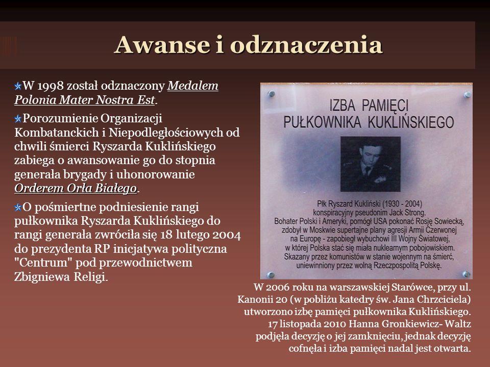 Awanse i odznaczenia W 1998 został odznaczony Medalem Polonia Mater Nostra Est.