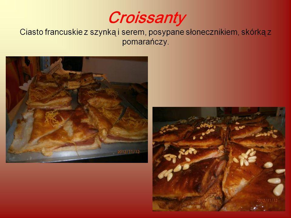 Croissanty Ciasto francuskie z szynką i serem, posypane słonecznikiem, skórką z pomarańczy.
