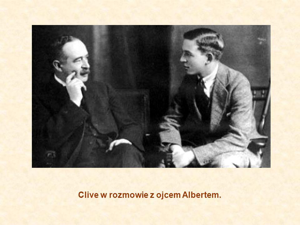 Clive w rozmowie z ojcem Albertem.