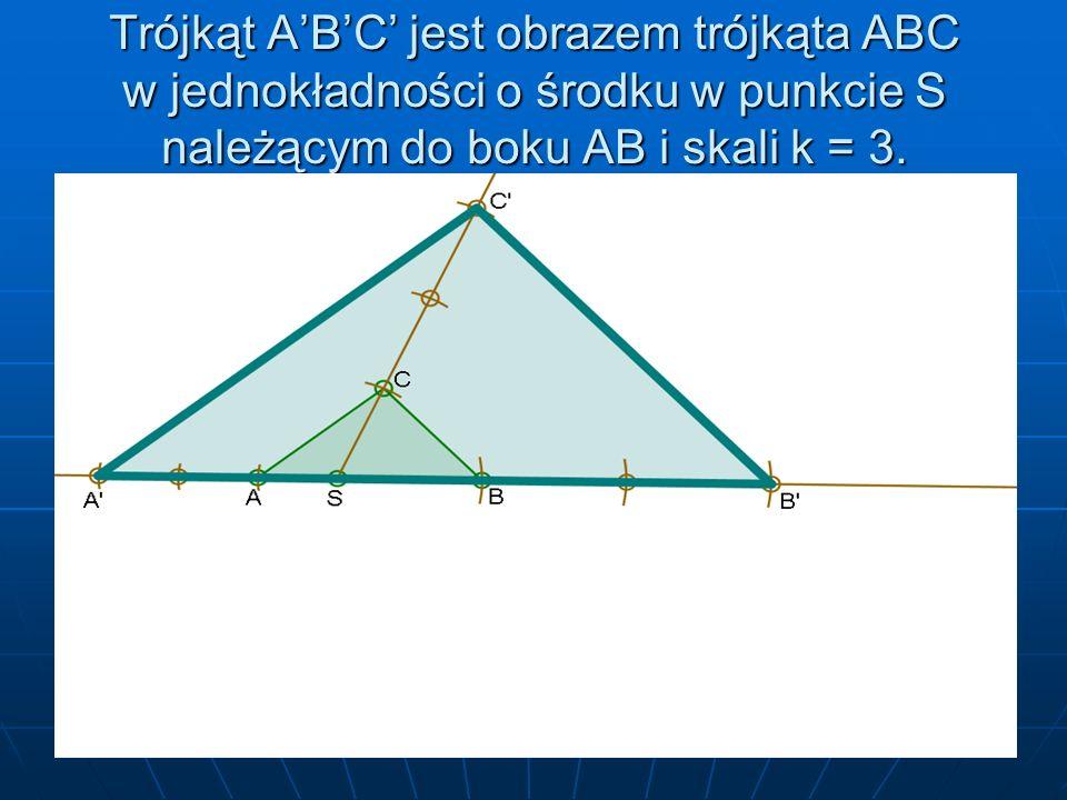 Trójkąt A'B'C' jest obrazem trójkąta ABC w jednokładności o środku w punkcie S należącym do boku AB i skali k = 3.