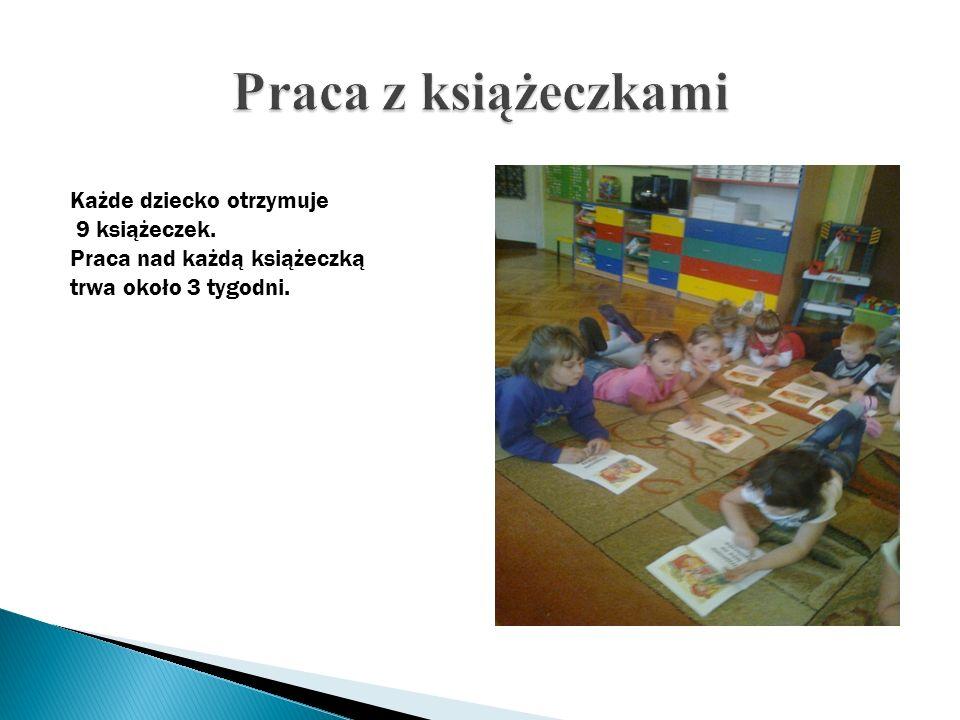 Praca z książeczkami Każde dziecko otrzymuje 9 książeczek.