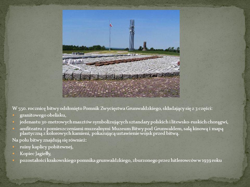 W 550. rocznicę bitwy odsłonięto Pomnik Zwycięstwa Grunwaldzkiego, składający się z 3 części: