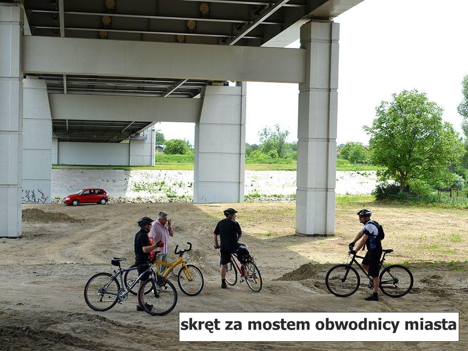 skręt za mostem obwodnicy miasta