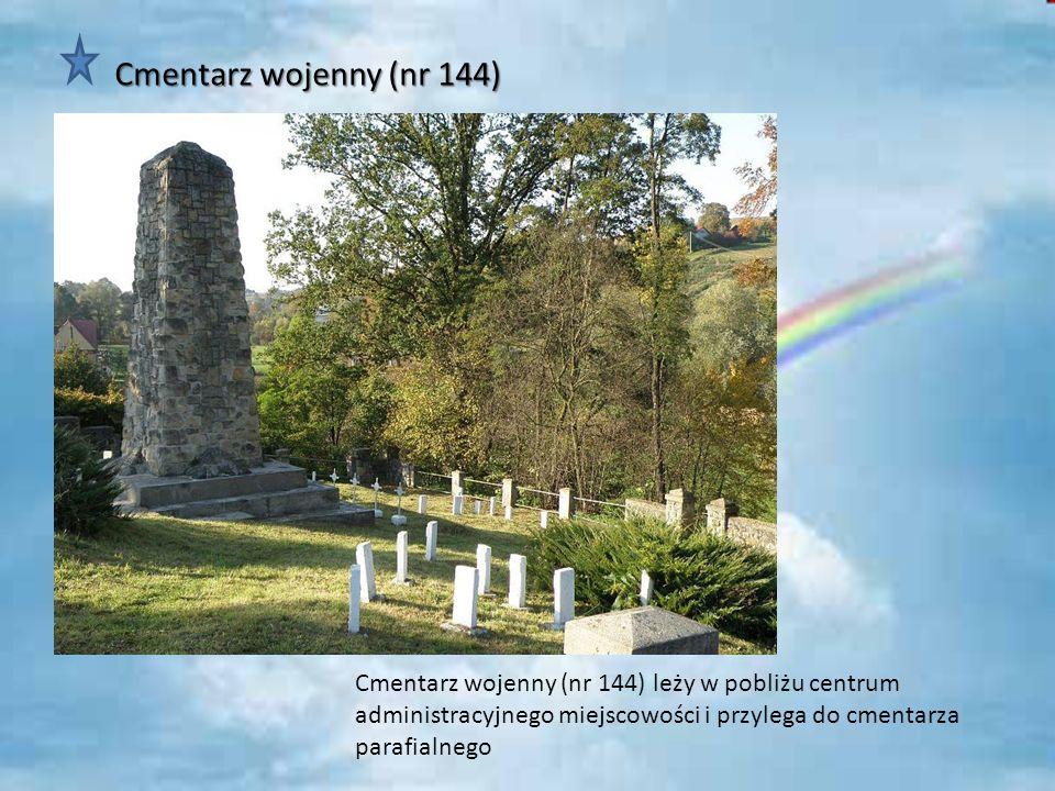 Cmentarz wojenny (nr 144) Cmentarz wojenny (nr 144) leży w pobliżu centrum administracyjnego miejscowości i przylega do cmentarza parafialnego.