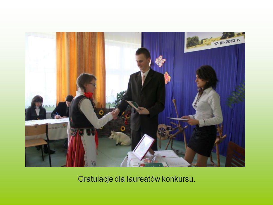 Gratulacje dla laureatów konkursu.