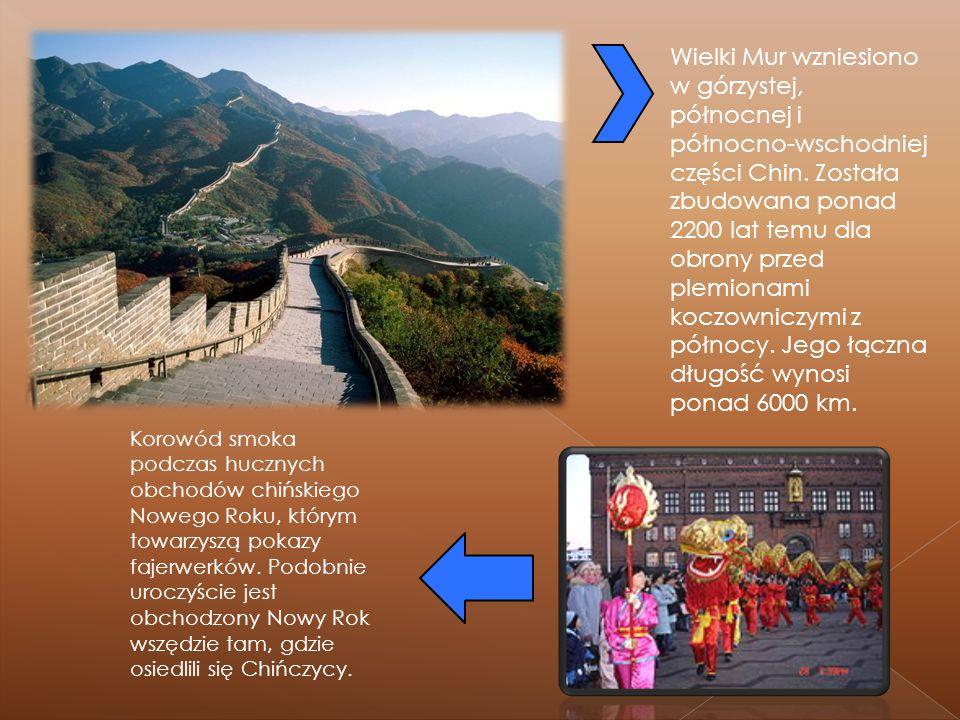 Wielki Mur wzniesiono w górzystej, północnej i północno-wschodniej części Chin. Została zbudowana ponad 2200 lat temu dla obrony przed plemionami koczowniczymi z północy. Jego łączna długość wynosi ponad 6000 km.