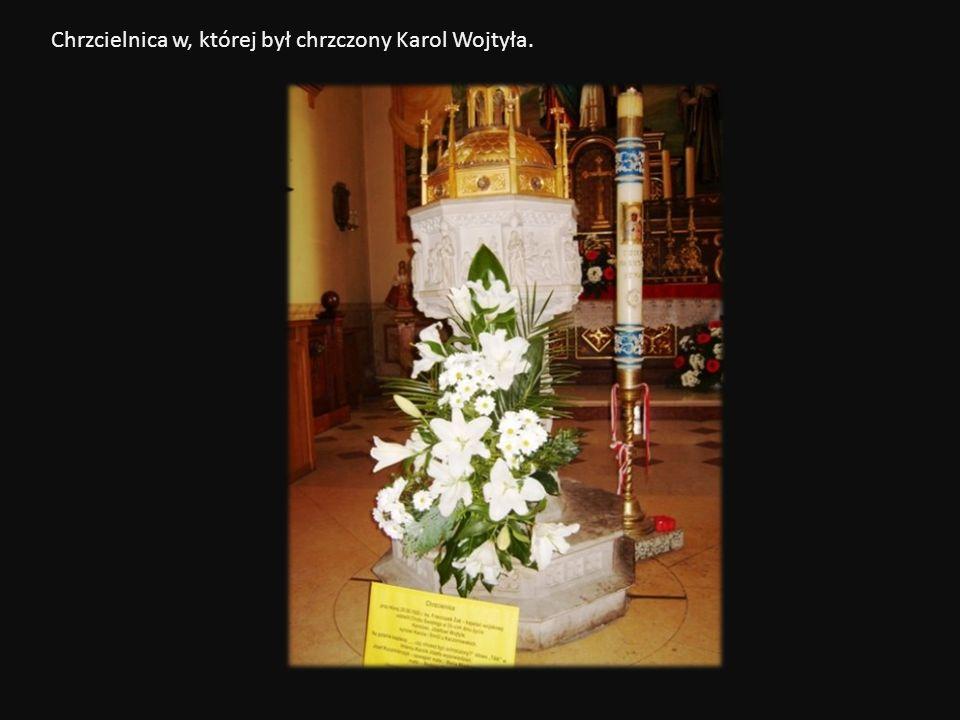 Chrzcielnica w, której był chrzczony Karol Wojtyła.