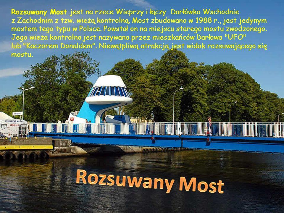 Rozsuwany Most jest na rzece Wieprzy i łączy Darłówko Wschodnie