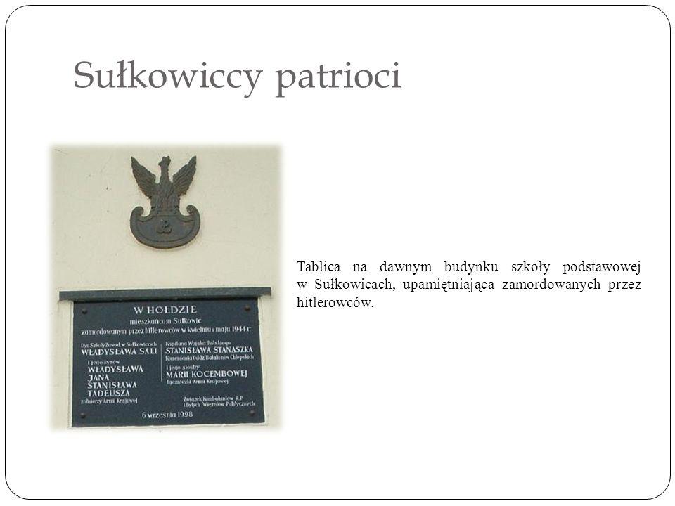 Sułkowiccy patrioci Tablica na dawnym budynku szkoły podstawowej w Sułkowicach, upamiętniająca zamordowanych przez hitlerowców.