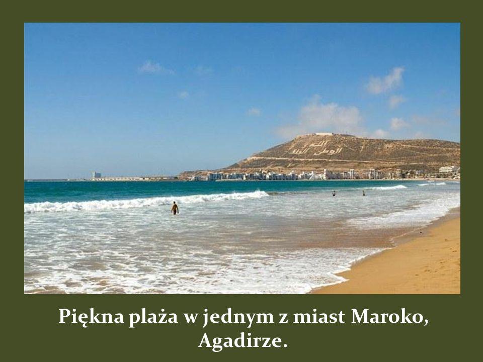 Piękna plaża w jednym z miast Maroko, Agadirze.