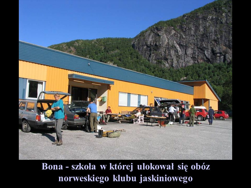 Bona - szkoła w której ulokował się obóz norweskiego klubu jaskiniowego