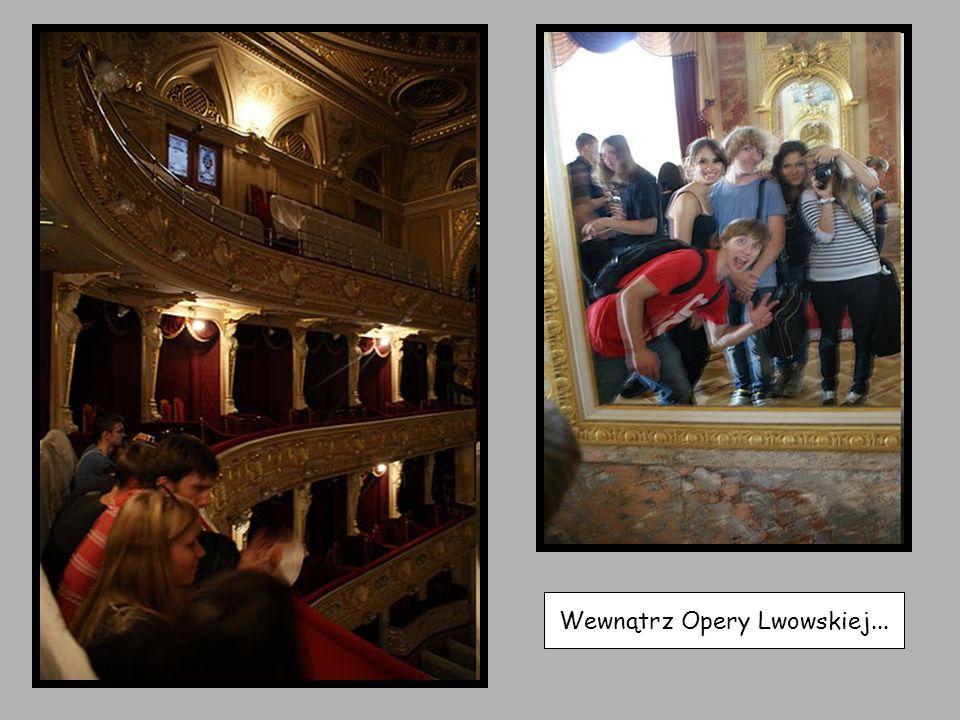 Wewnątrz Opery Lwowskiej...