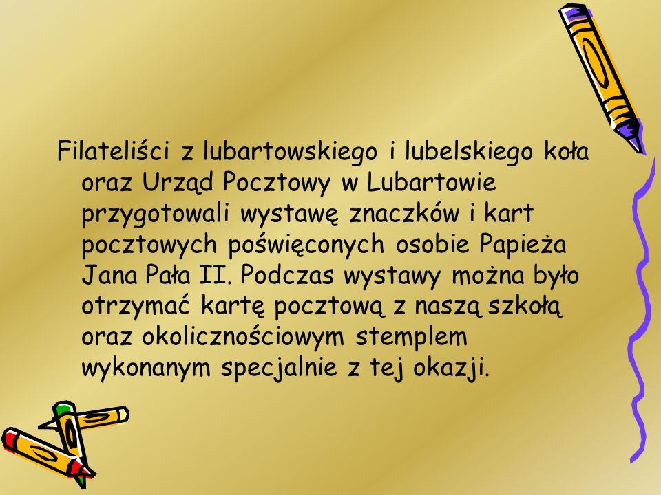 Filateliści z lubartowskiego i lubelskiego koła oraz Urząd Pocztowy w Lubartowie przygotowali wystawę znaczków i kart pocztowych poświęconych osobie Papieża Jana Pała II.