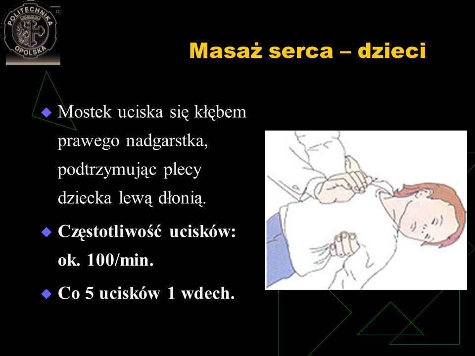 Masaż serca – dzieci Mostek uciska się kłębem prawego nadgarstka, podtrzymując plecy dziecka lewą dłonią.