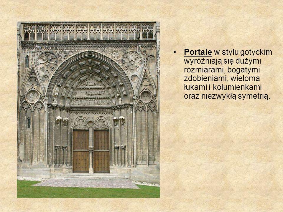 Portale w stylu gotyckim wyróżniają się dużymi rozmiarami, bogatymi zdobieniami, wieloma łukami i kolumienkami oraz niezwykłą symetrią.