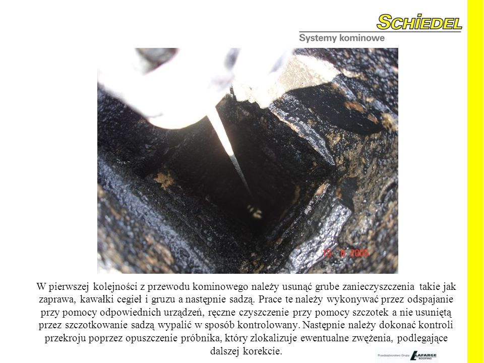 W pierwszej kolejności z przewodu kominowego należy usunąć grube zanieczyszczenia takie jak zaprawa, kawałki cegieł i gruzu a następnie sadzą.