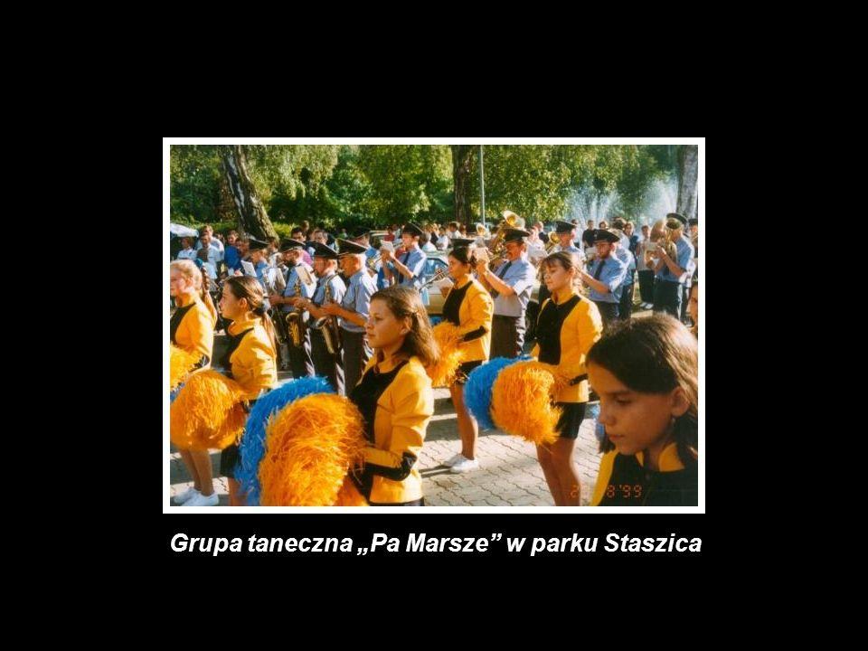 """Grupa taneczna """"Pa Marsze w parku Staszica"""