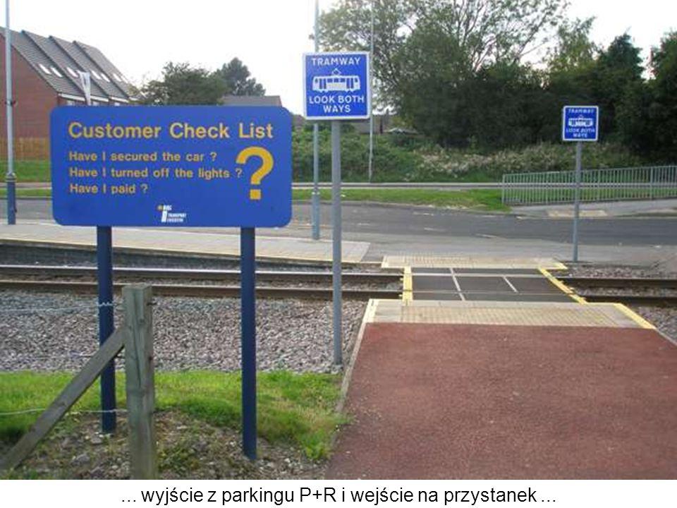 ... wyjście z parkingu P+R i wejście na przystanek ...