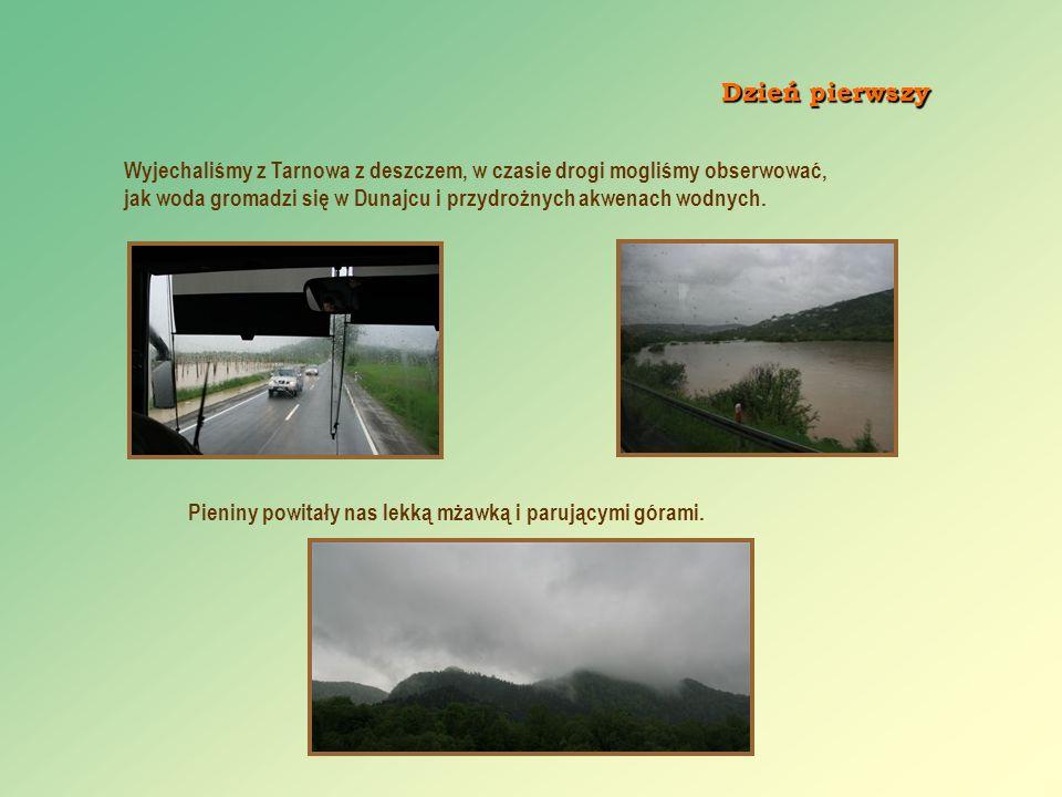 Dzień pierwszy Wyjechaliśmy z Tarnowa z deszczem, w czasie drogi mogliśmy obserwować,