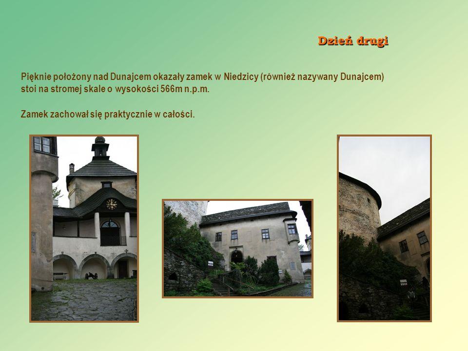 Dzień drugi Pięknie położony nad Dunajcem okazały zamek w Niedzicy (również nazywany Dunajcem) stoi na stromej skale o wysokości 566m n.p.m.