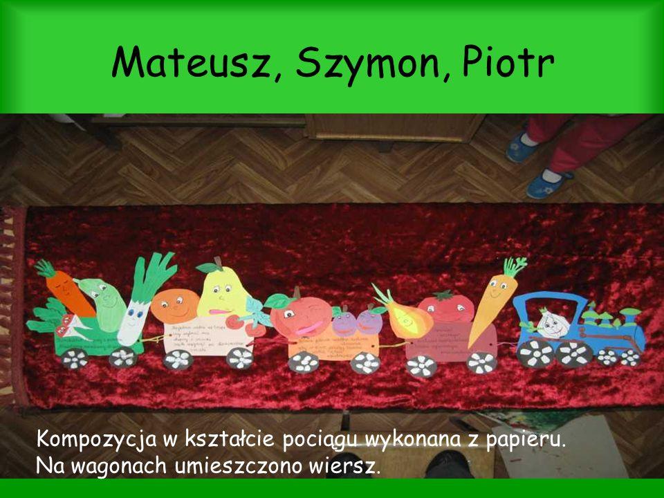 Mateusz, Szymon, Piotr Kompozycja w kształcie pociągu wykonana z papieru.