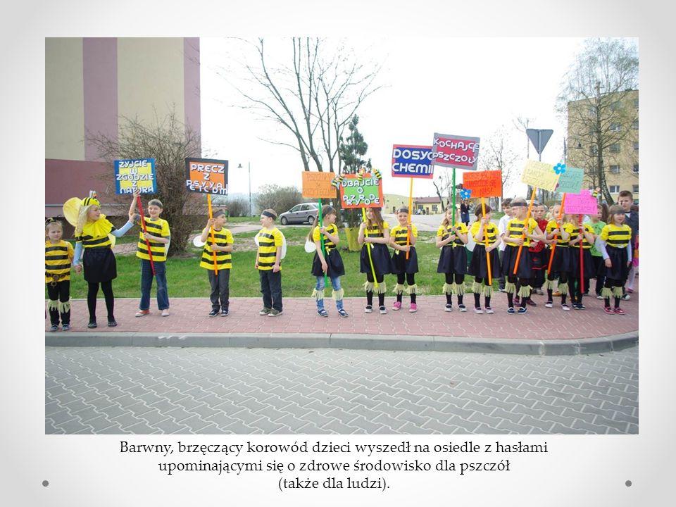 Barwny, brzęczący korowód dzieci wyszedł na osiedle z hasłami upominającymi się o zdrowe środowisko dla pszczół