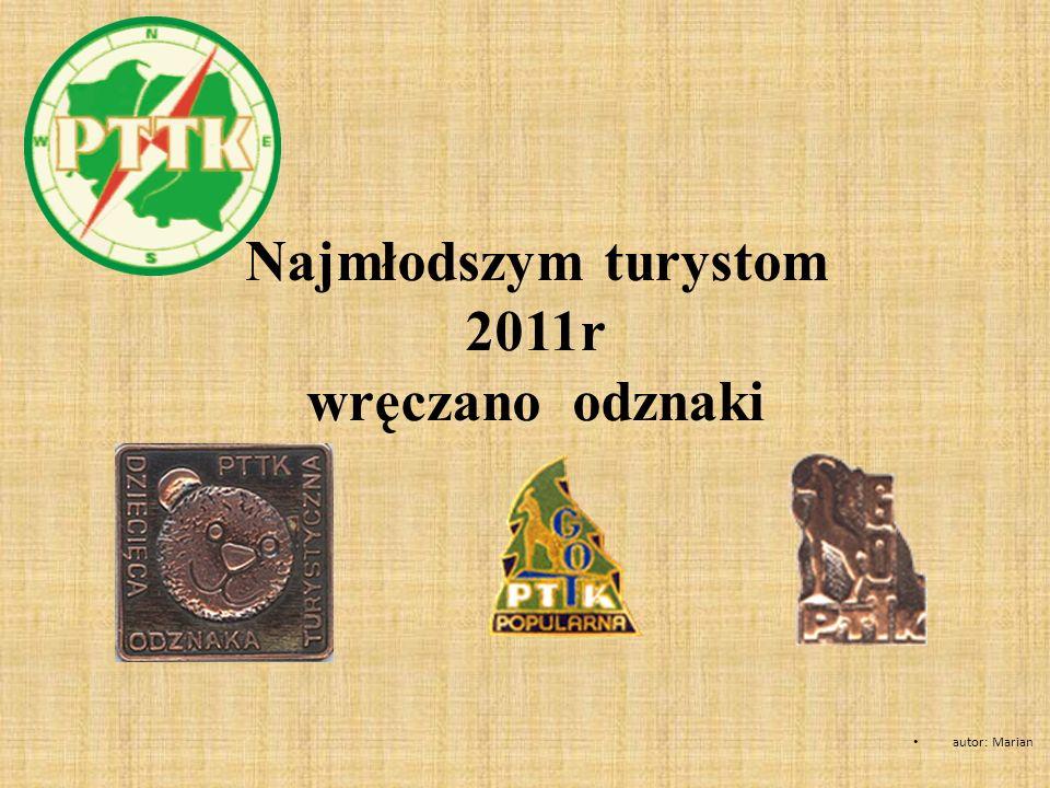 Najmłodszym turystom 2011r wręczano odznaki
