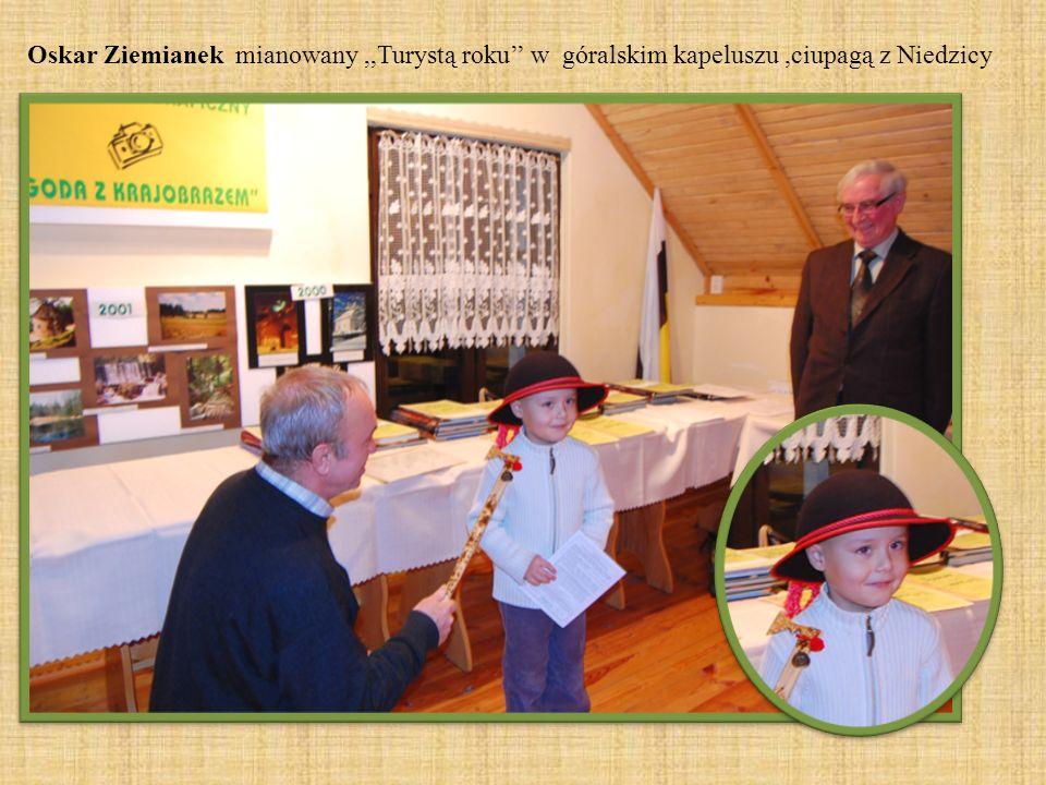 Oskar Ziemianek mianowany ,,Turystą roku'' w góralskim kapeluszu ,ciupagą z Niedzicy